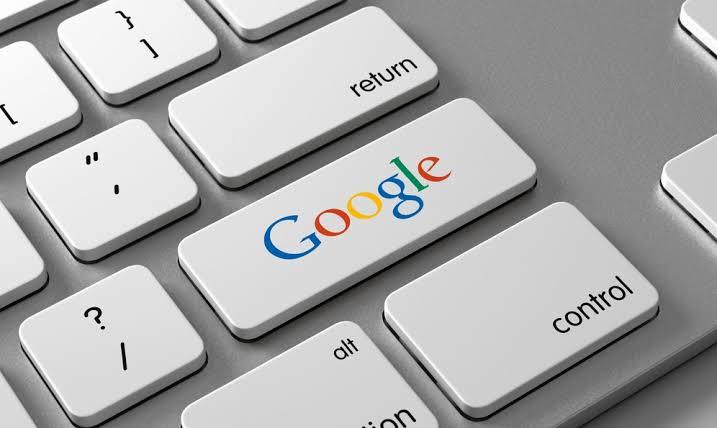 teclado con tecla que dice google